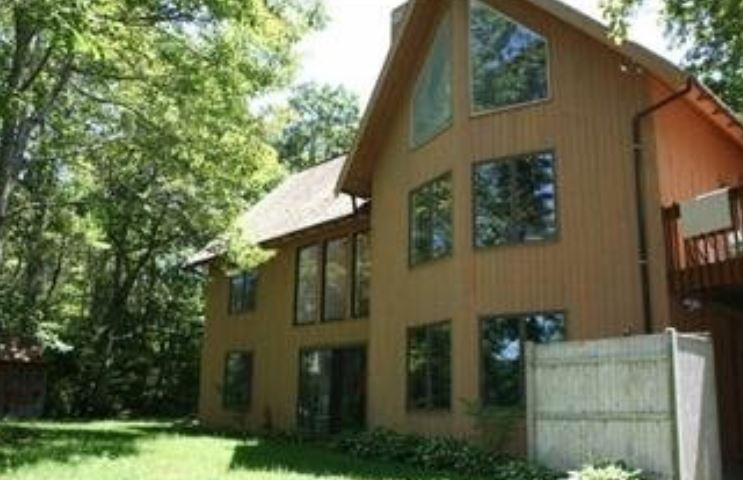 Cape Cod 4 bedroom vacation rental home in South Orleans steps to private beach
