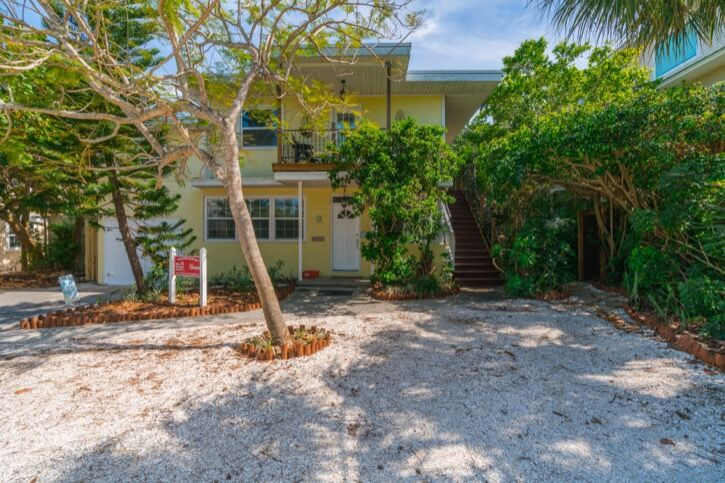 Anna Maria Island 5 bedroom vacation home in Holmes Beach just steps to the Gulf