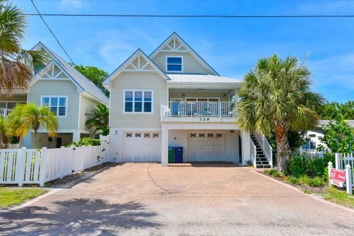 Holmes Beach 3 bedroom vacation home with pool and just steps to the beach in Anna Maria Island