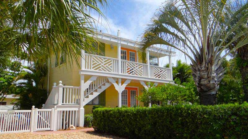 1 bedroom vacation rental in Holmes Beach, FL with pool and close to the beach in Anna Maria Island