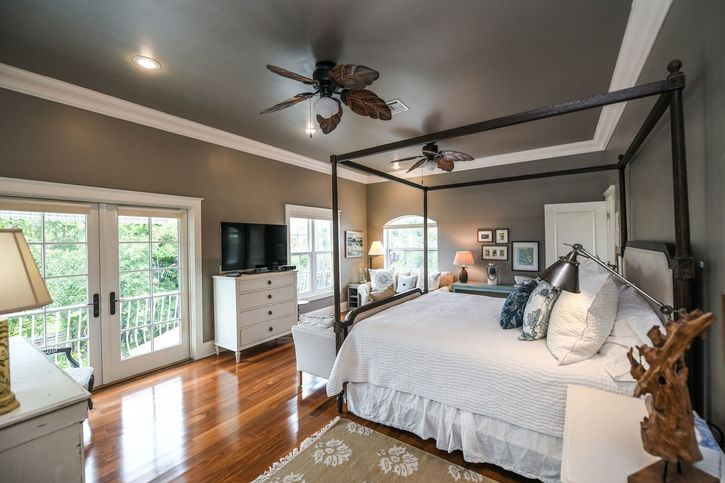 UPSTAIRS MASTER SUITE