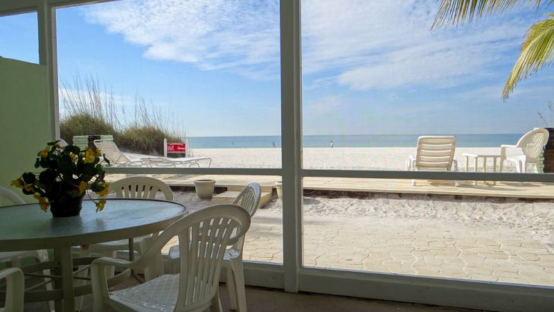 Vacation Rental on the beach in Anna Maria Island, FL with 2 bedrooms