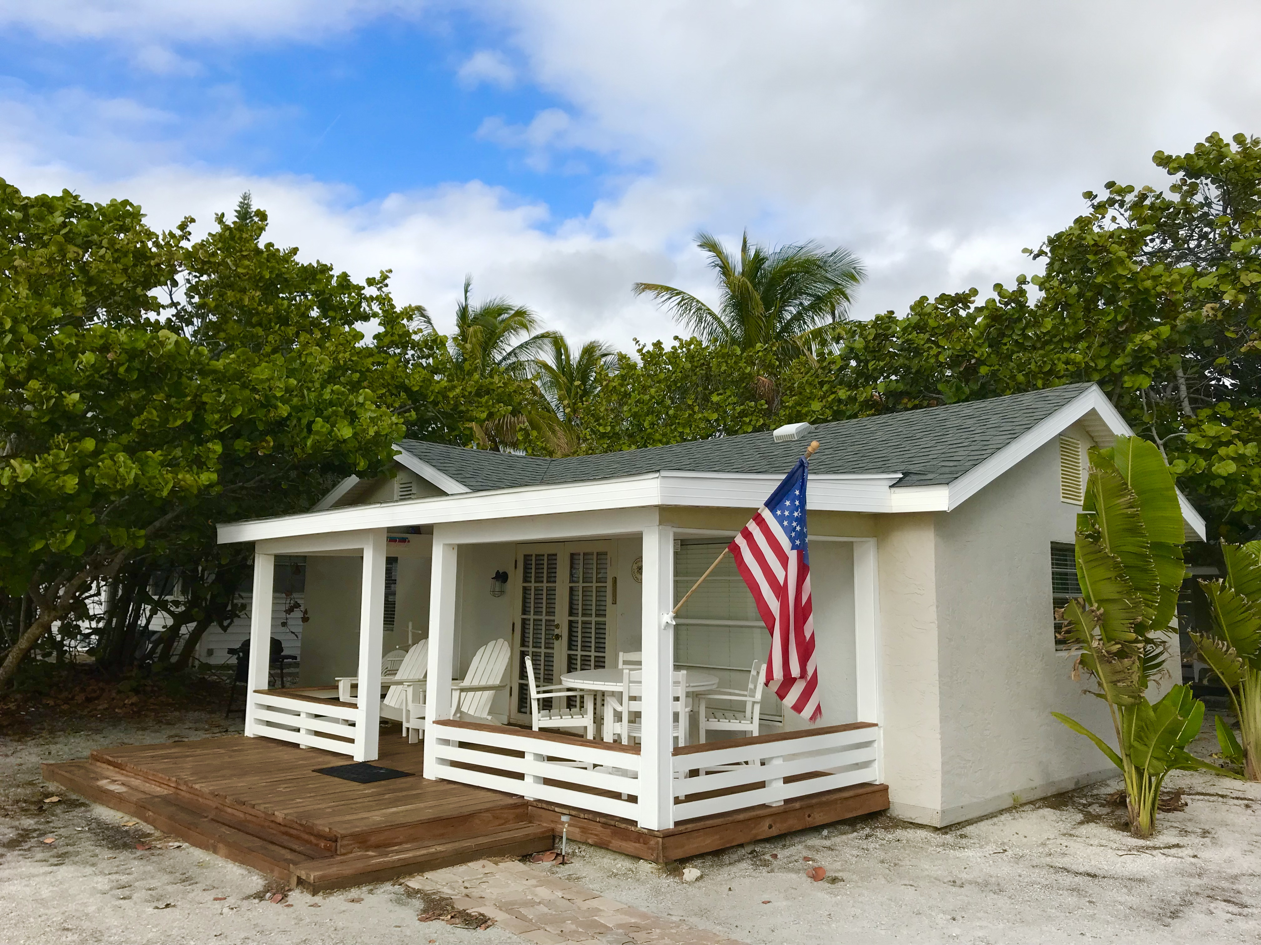 Beachfront in Holmes Beach, FL with 2 bedrooms for rent in Anna Maria Island