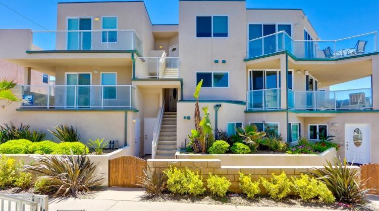 Mission Beach 4 bedroom vacation rental thats oceanfront