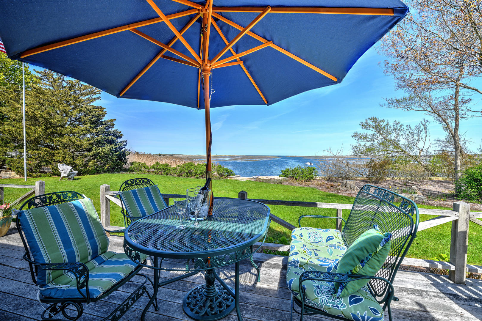 Cottage Rental in Tranquil setting along tidal creek perfect for kayaking in Cape Cod