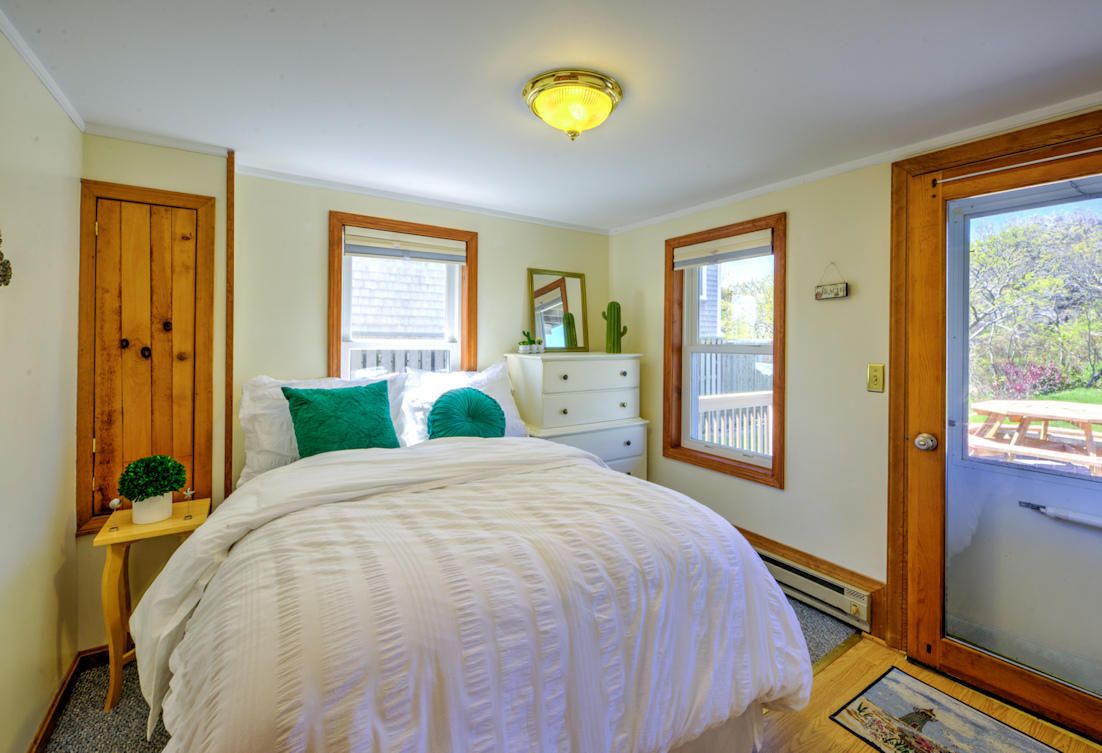 BDRM w/Double opens to lower level deck