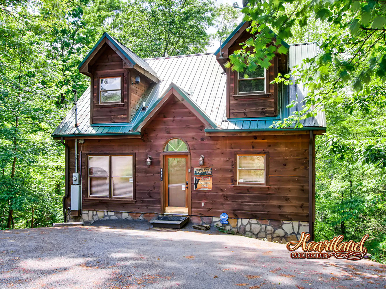 Naughty Pines 1 Bedroom Vacation Cabin Rental Pigeon Forge Tn 134947 Find Rentals