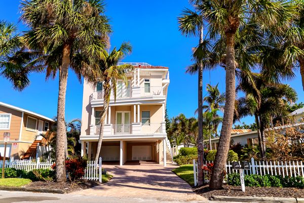 Welcome to Blue Water Escape! Anna Maria Island vacation home rental