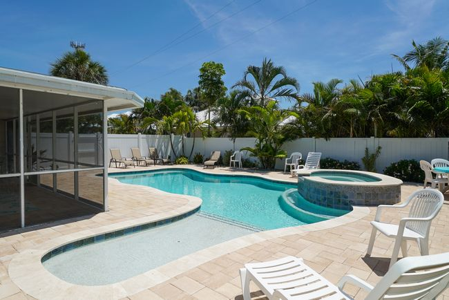 Large pool with hot tub at Coral Beach!