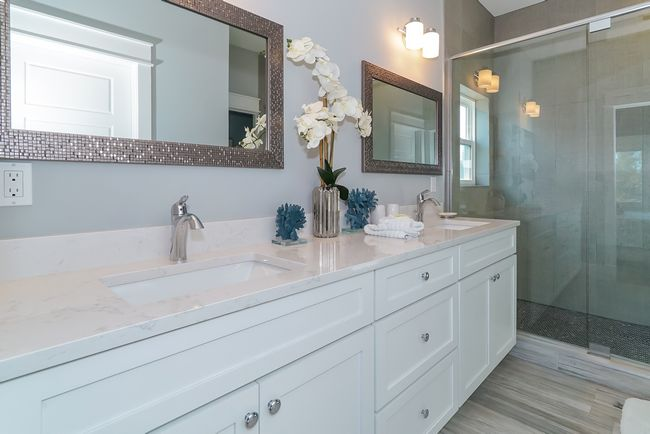 Master ensuite bathroom.