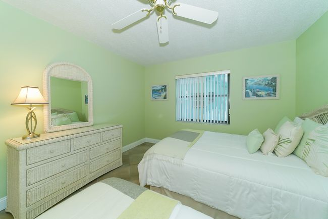 Guest bedroom with full and twin.