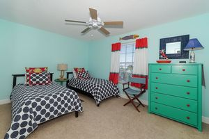 Second guest bedroom with twin beds.