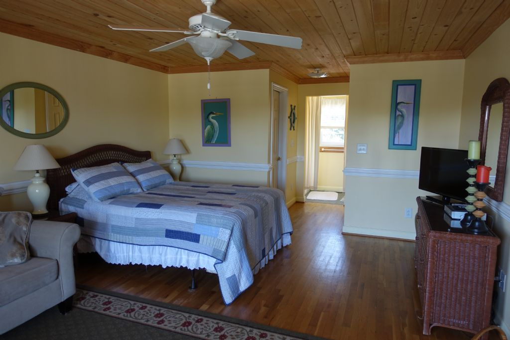 Master Bedroom Upstairs A