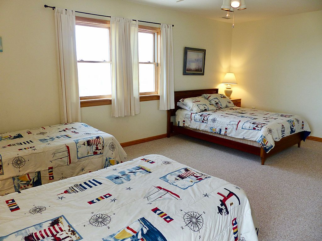 Double Bedroom with Two Twins