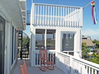 Upper Deck, Screened Dining and Rooftop Deck