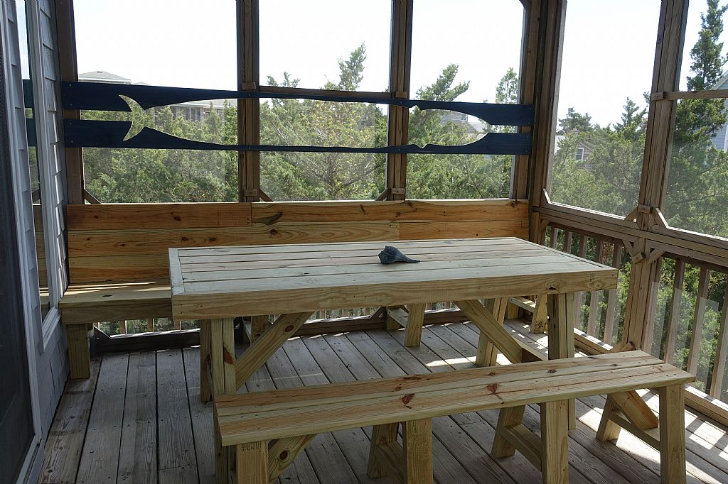 Screened Porch (off Dining/Kitchen)