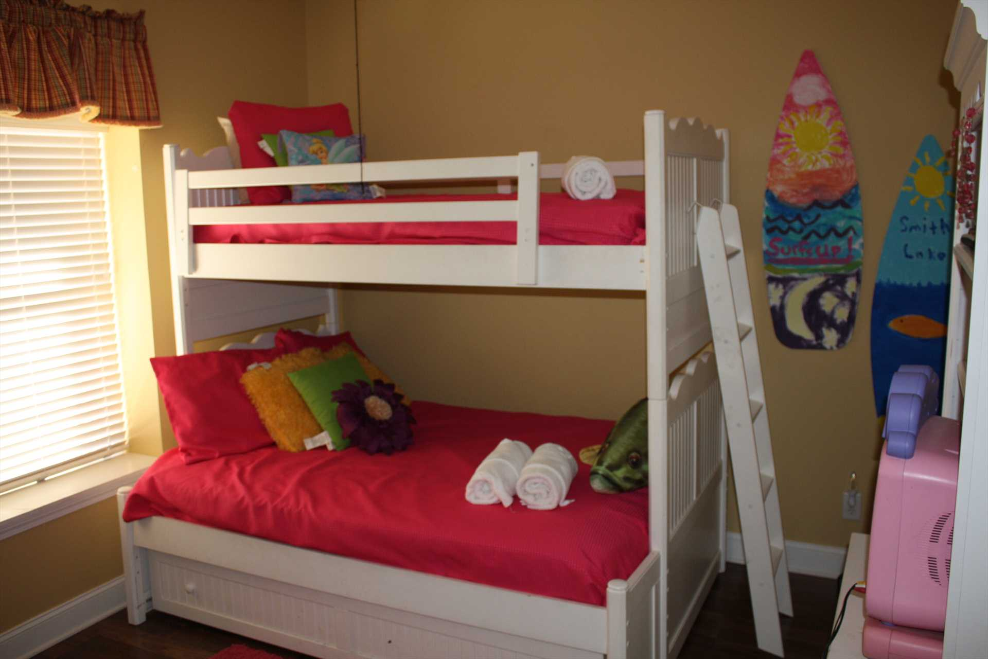 Bedroom 2 - bunk bed with twin over full