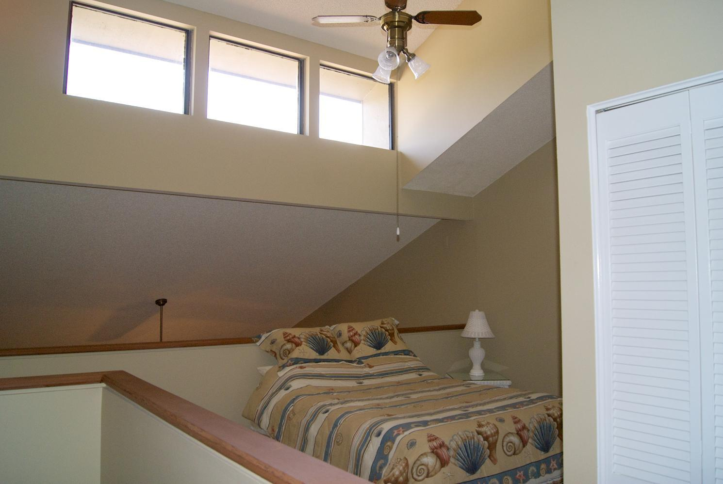 Guest bedroom (open loft)