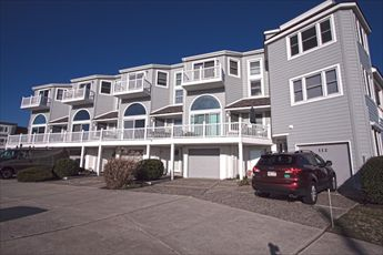 Spacious townhome with views!