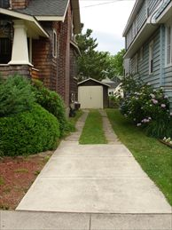 Driveway for 4-5 cars!