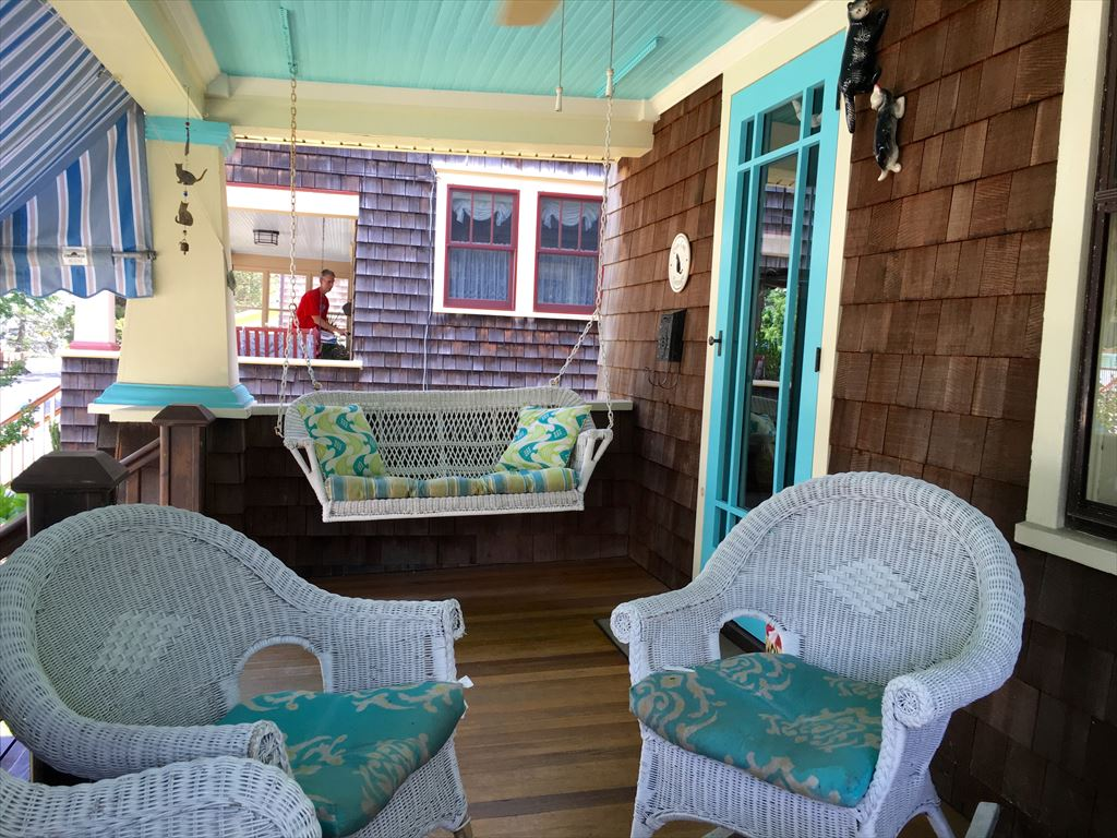 Front covered porch. Wicker, ceiling fan, awning!