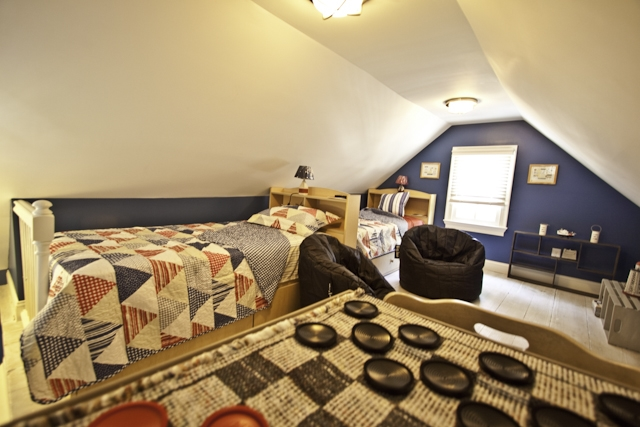 Third floor loft with two singles