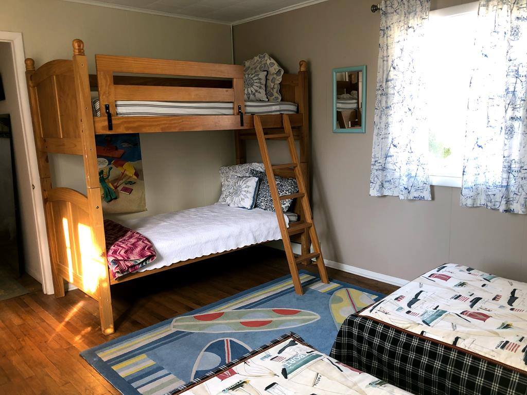 3rd Bedroom w/two twin beds and bunkbeds