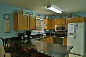 Fully equipped kitchen with granite counter