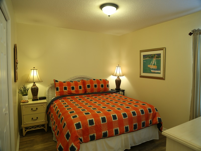 Master bedroom with new flooring! - King