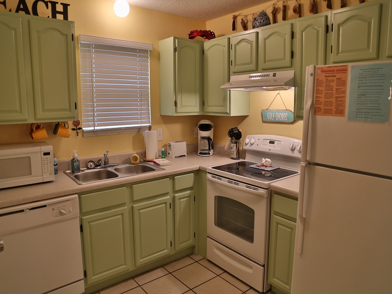 Fully equipped, updated kitchen