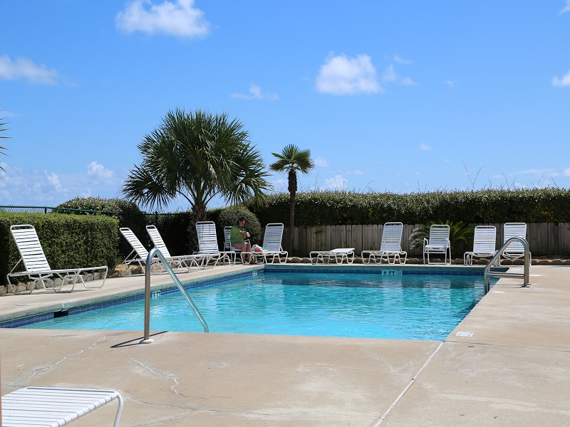 Heated pool mid March - December