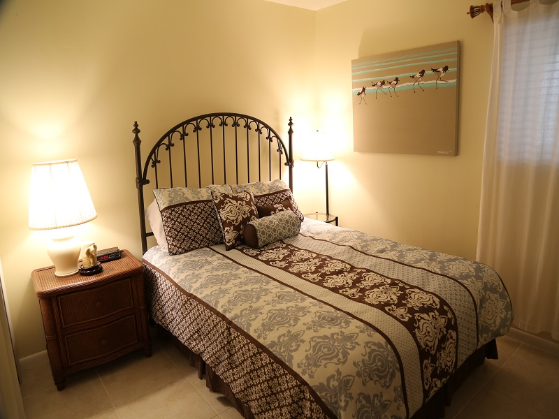 Guest bedroom - queen