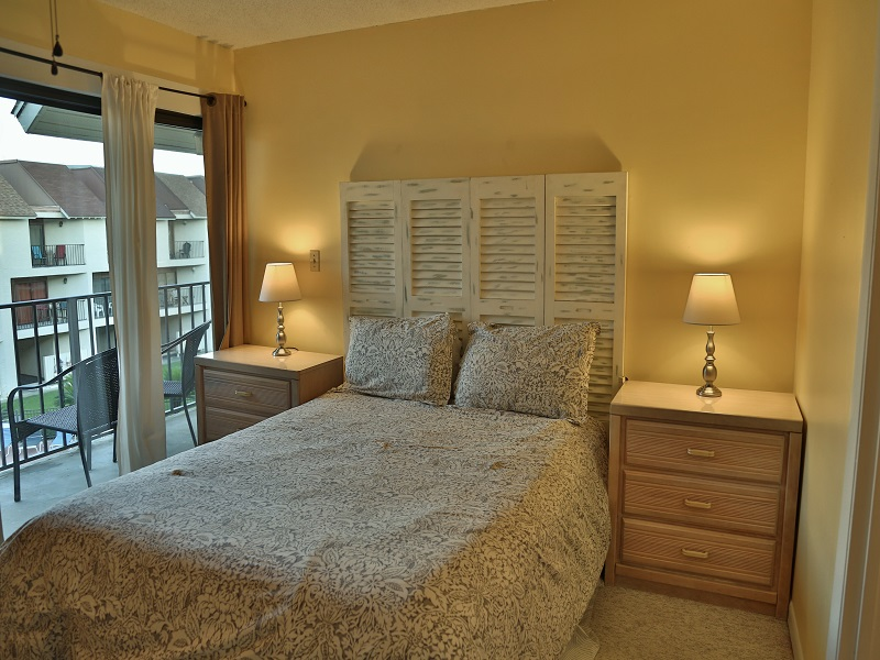 Master bedroom - Queen and private bathroom