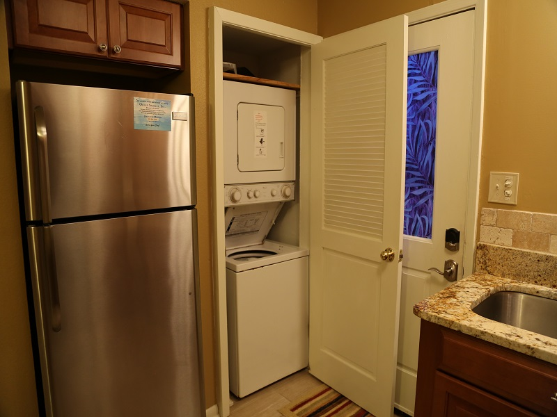 Harbor House B20 - has washer/dryer in unit