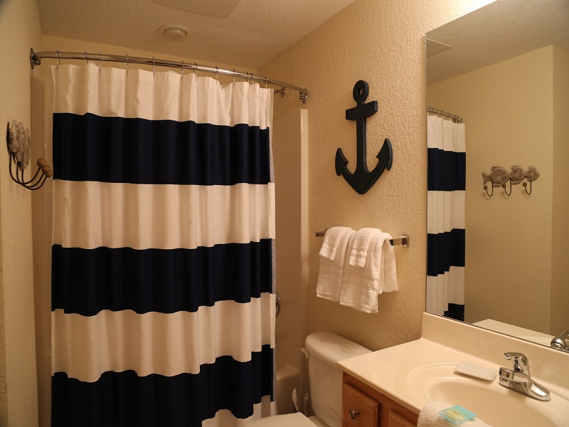 Second bathroom - shower/tub combo (can be access from twin room and hall)