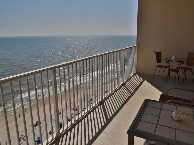 Great views from this 9th floor condo