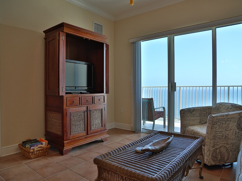 Living Room - TV and access to balcony