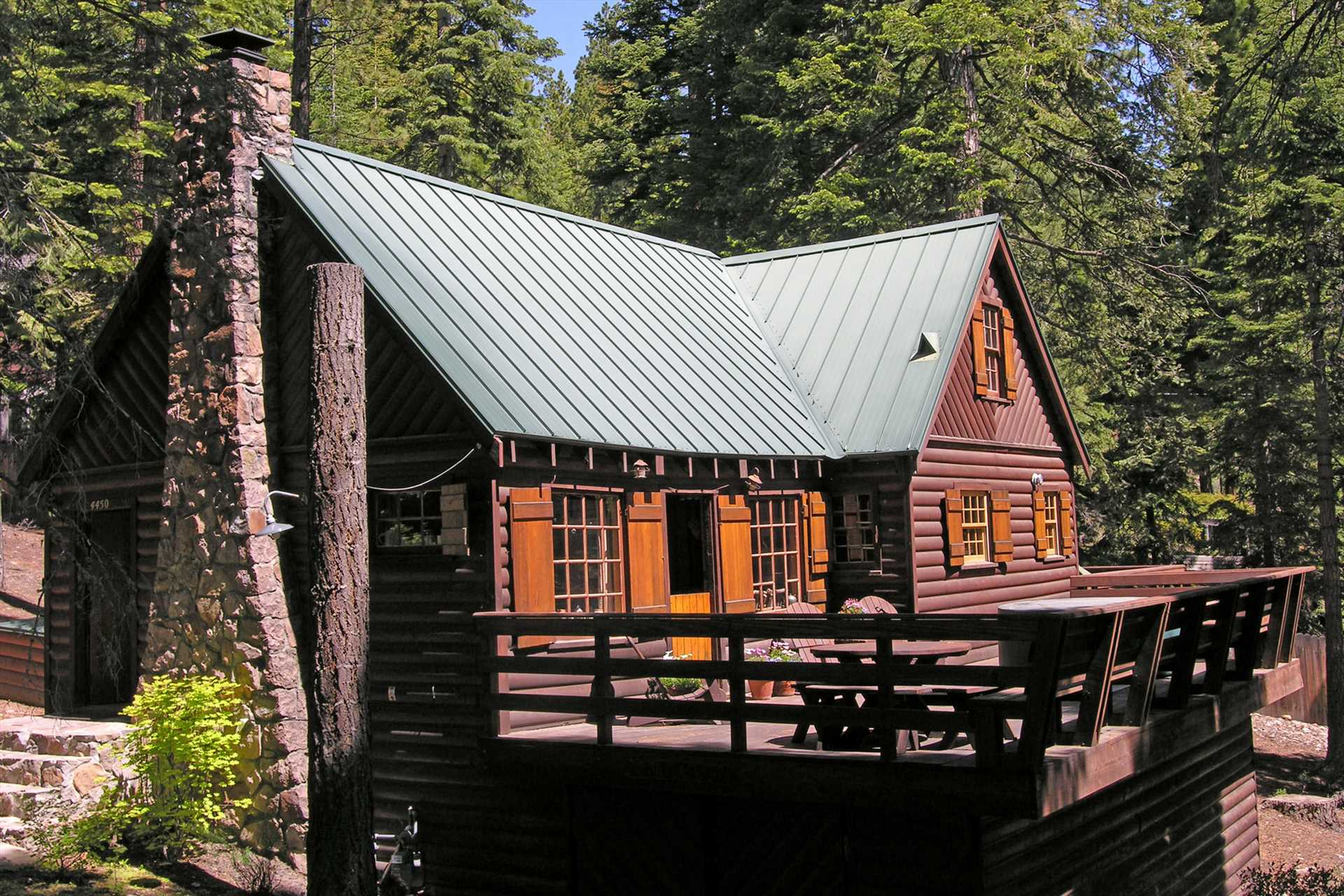 Gundy 39 s getaway 3 bedrooms vacation cabin rental for Rent a cabin in lake tahoe ca