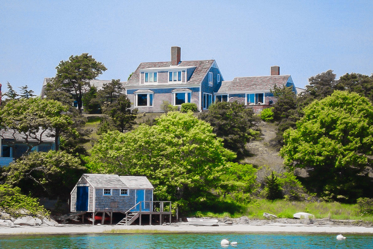 Cape Cod 4 bedroom vacation home with water views and close to the beach in Chatham, MA