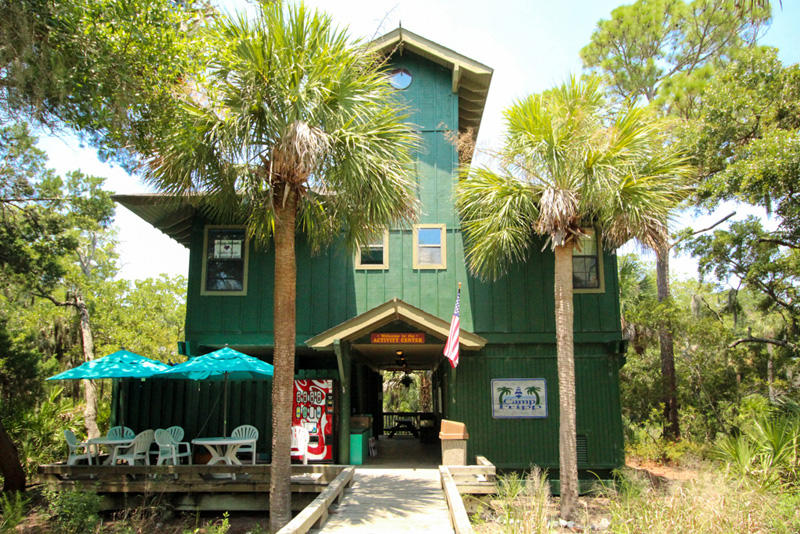 The Activity Center offers daily nature and arts & crafts programs.