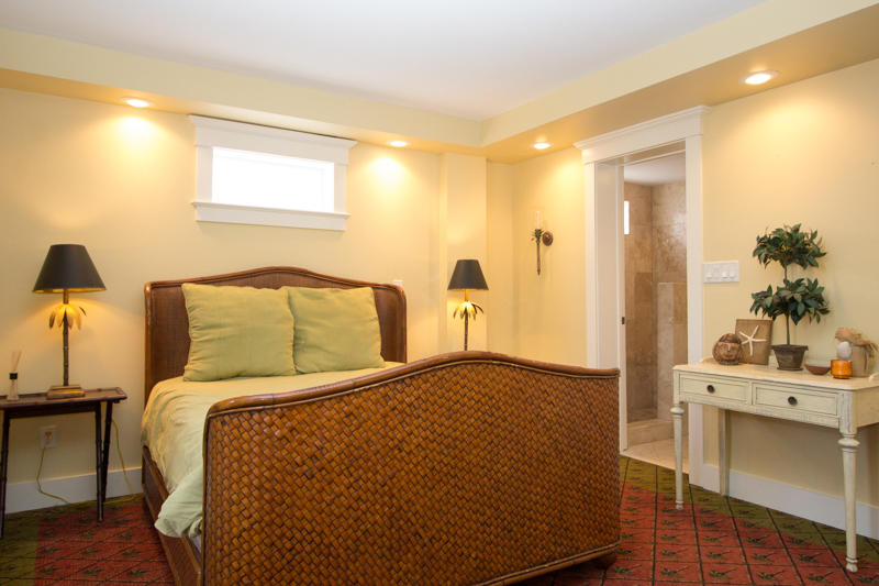 Ground level in-law queen bedroom with en suite bath (no access from rest of home)