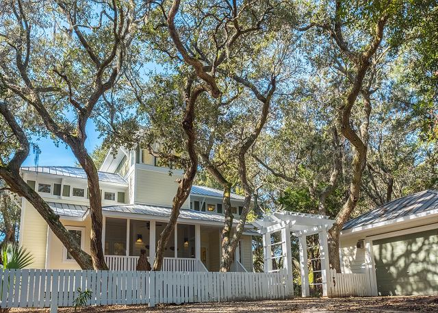 Golf Course Vacation Home with 4 bedrooms and pet friendly in Bald Head Island