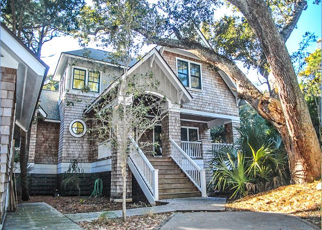 4 bedroom Bald Head Island Vacation rental thats Pet Friendly and close to the beach