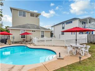 Destin vacation rental home with 3 bedrooms and pool
