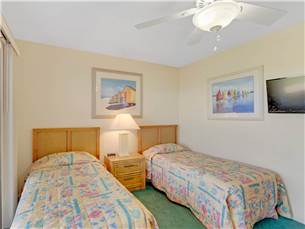 Guest Bedroom on 1st Floor with Twin Beds and Flat Screen TV