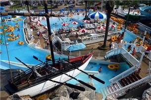 Free Admission to Big Kahunas Waterpark in Season