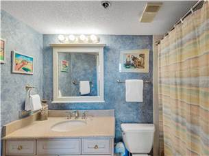 Adjoining Bath to Bunk Guest Bedroom