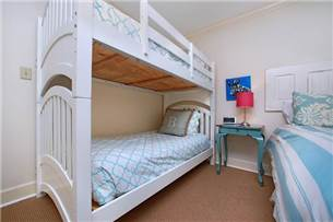 Guest Bedroom with bunk and Double Bed
