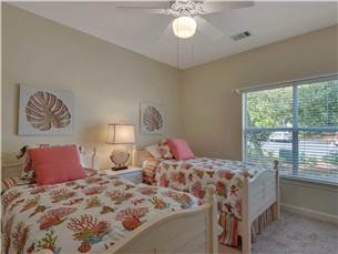 Guest Bedroom with 2 twin Beds