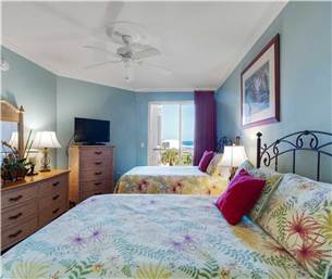 Guest Bedroom with 2 Double Beds and Beautiful Gulf View